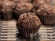 Рецепта Домашни шоколадови бонбони Таралежки с черен шоколад в хартиени кошнички